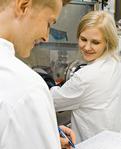 Research activity in the laboratory. Photo Defence Forces, Jarno Kovamäki.